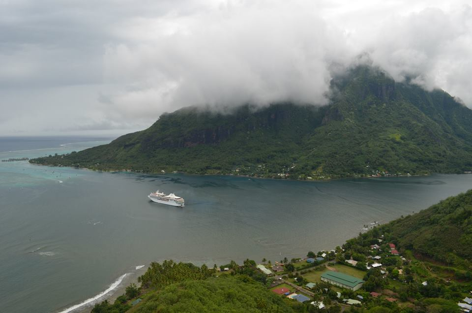 moorea-from-magic-mountain